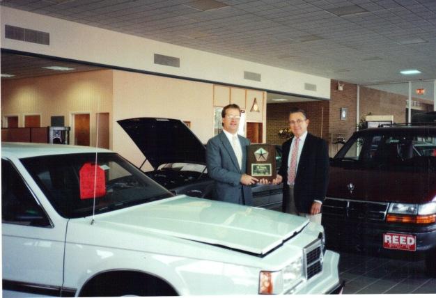 Lee Gartner receives 75th Anniversary award from Chrysler