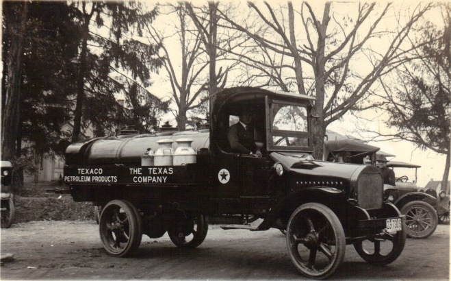 1917 – Texaco Petroleum Truck