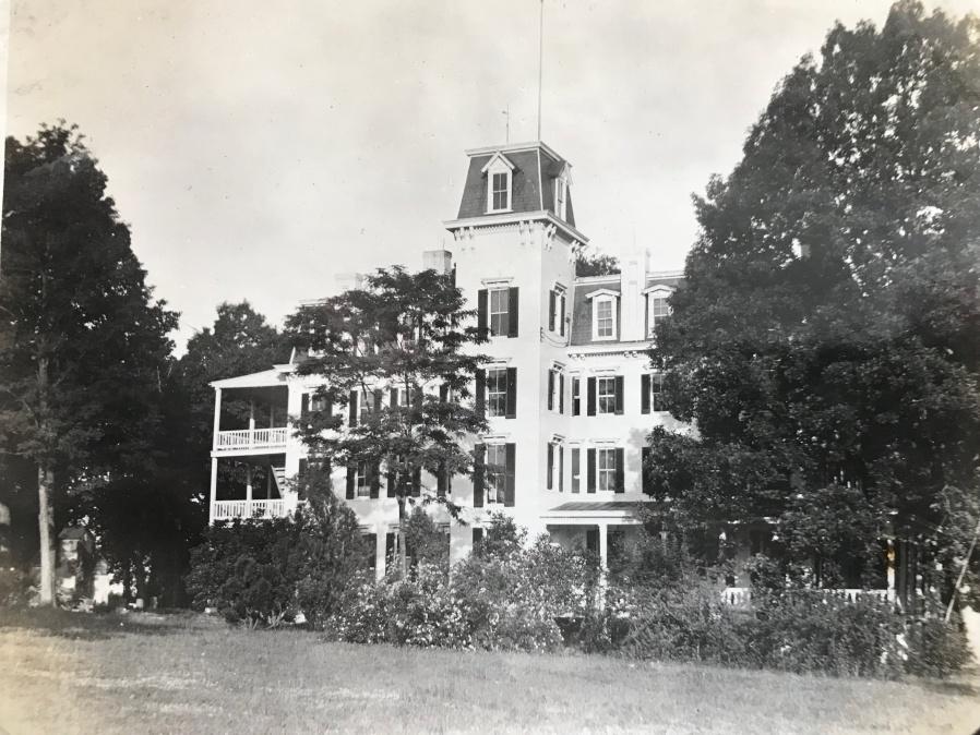 Woodlawn Hotel/Chestnut Lodge