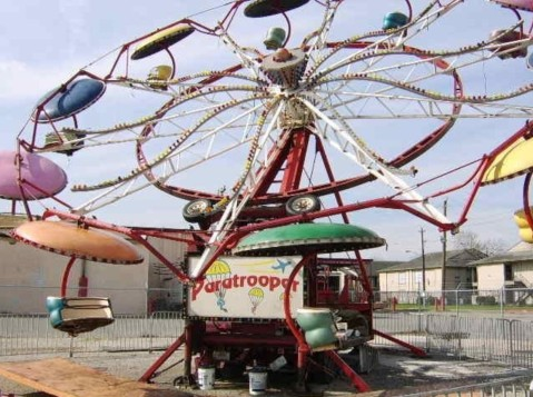 Paratrooper carnival ride